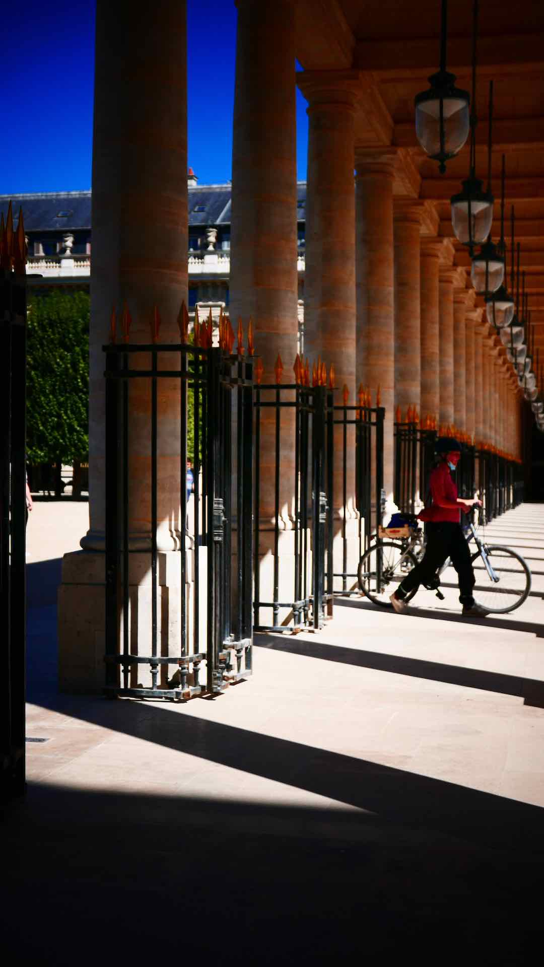 palais royal garden paris