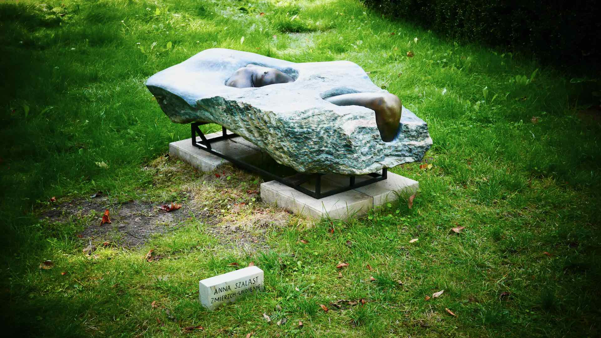orońsko contemporary sculpture garden